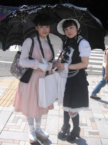 Jeune filles à l'ombrelle.