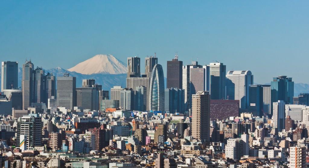 Mont Fuji derrière les buildings de Shinjuku, 2009.