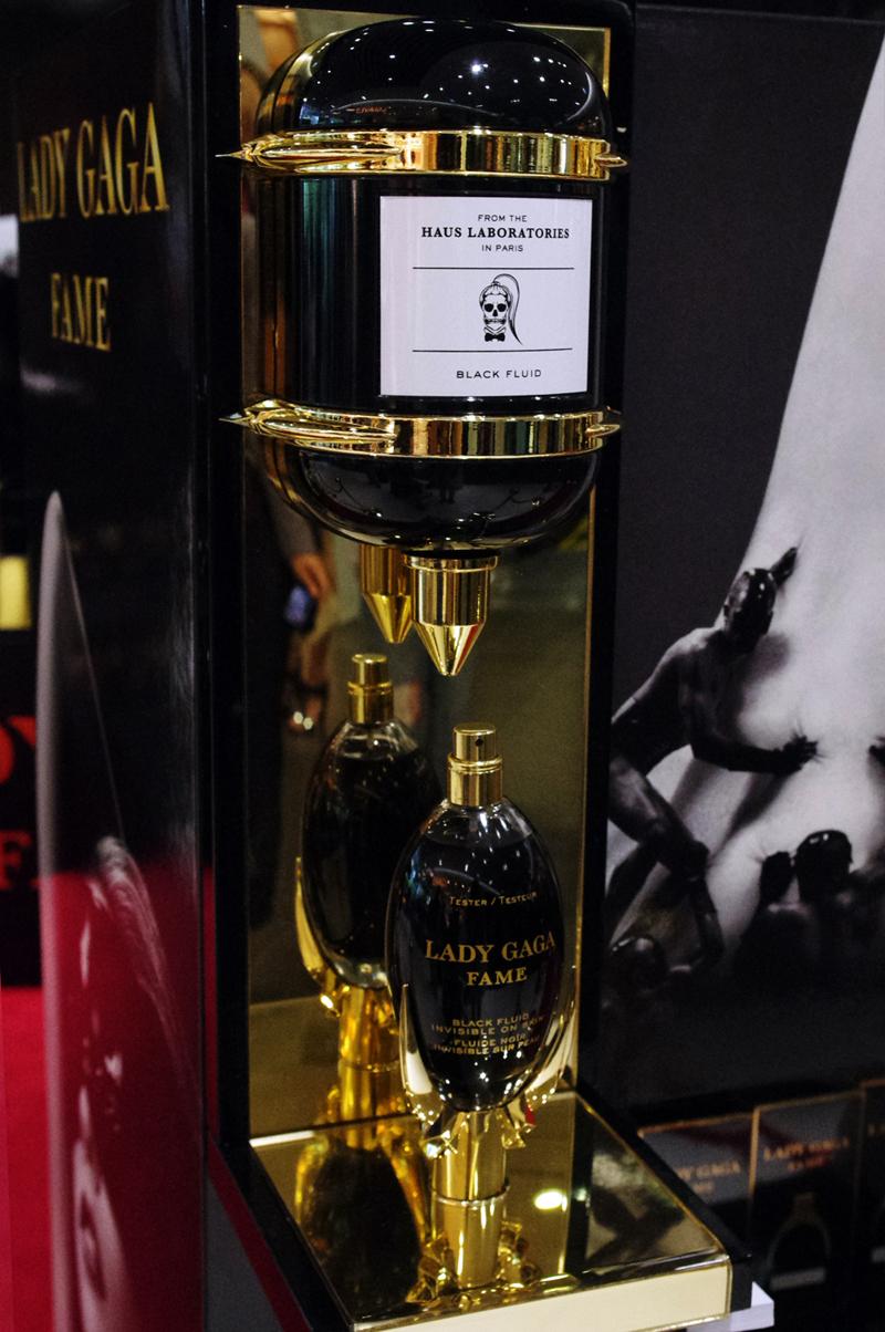 Lady Gaga lance son parfum «Fame» à Tokyo.