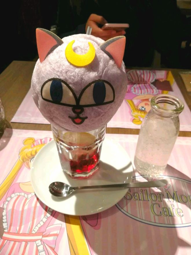 une glace sailor moon café