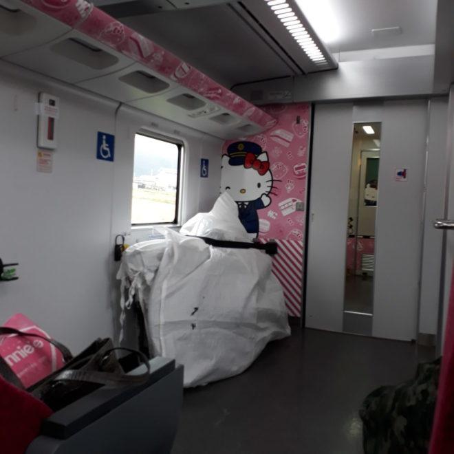 Train Hello Kitty intérieur le site du Japon
