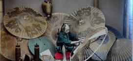 Entre Gothic Lolita et tradition japonaise : L'ombrelle signe d'élégance.